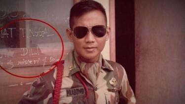 Tulisan Misteri Di Belakang Foto Prabowo Subianto.