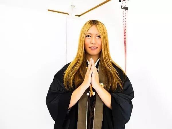 WOW, Ternyata di Jepang Ada Pemakaman Boneka Seks Lho, Tarifnya Mahal Juga