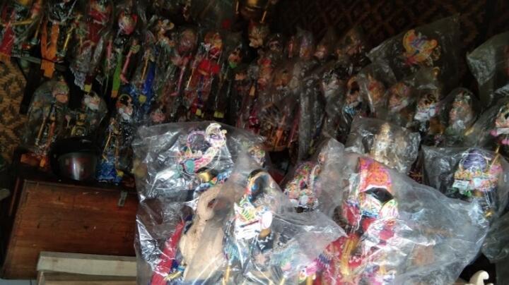 Melestarikan Souvenir Wayang Golek? Kunjungi Wayang Golek Bumi Retawu di Bandung!