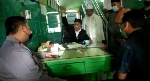 Diingatkan Prokes, Takmir Masjid Ini Ngegas Ceramahi Balik Polisi Surabaya