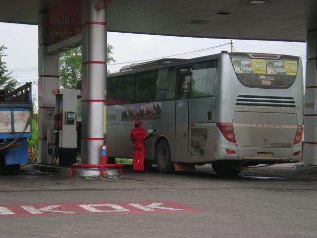 Inilah Mengapa Kebanyakan Bus Dan Truk Pakai Mesin I6, Kenapa Gak V6 Saja?