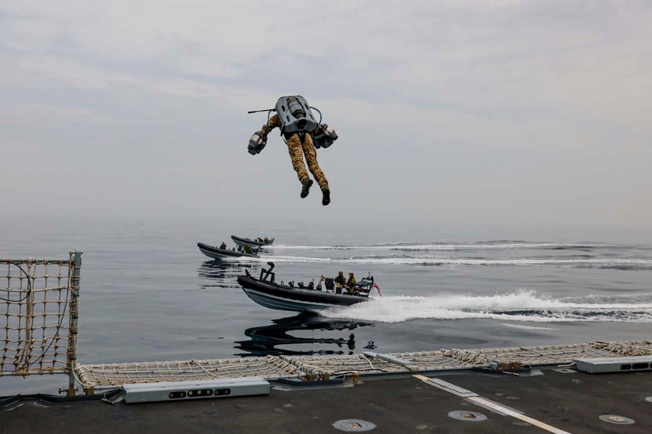 Terbang Layaknya Iron Man, Marinir Inggris Gelar Latihan VBSS Memakai Jet Suit