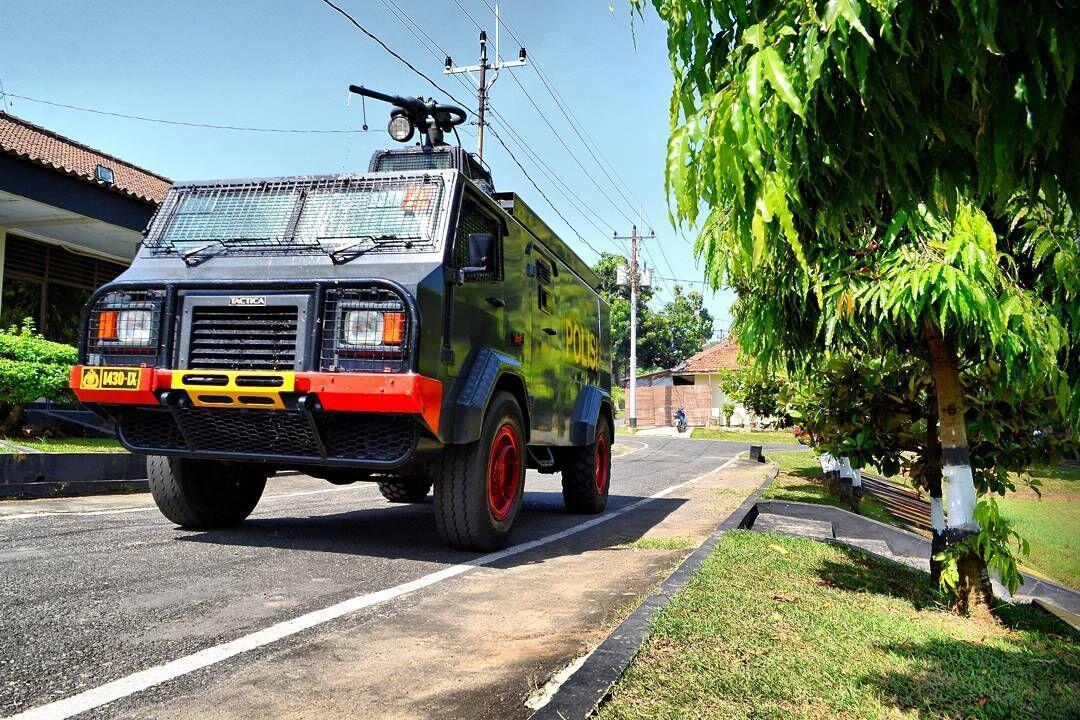 Tactica Water Cannon - Kendaraan Polisi yang Menjadi Korban Tragedi Koja