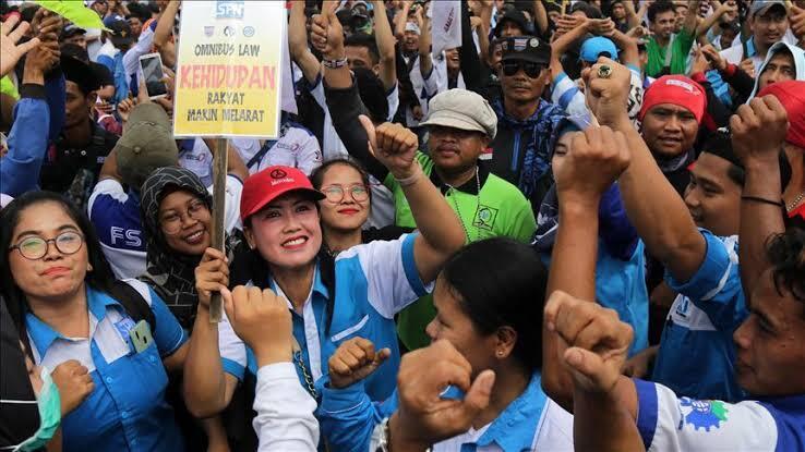 Wow!! Mudik Dilarang, TKA China Datang, Tenaga Kerja Lokal Kena PHK