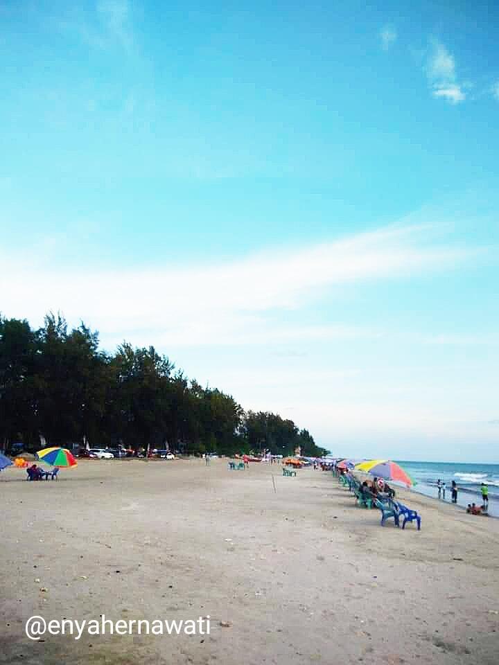 Serunya Menghabiskan Lebaran di Pantai Gandoriah, Kota Pariaman