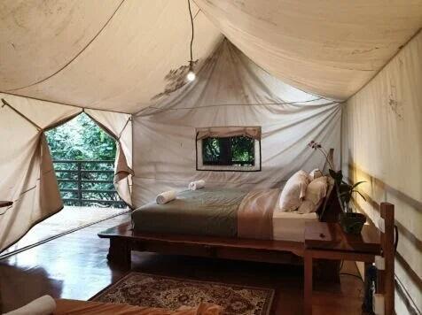 Pengen Ngerasain Camping Yang Glamour? Ke Legok Kondang Lodge Aja