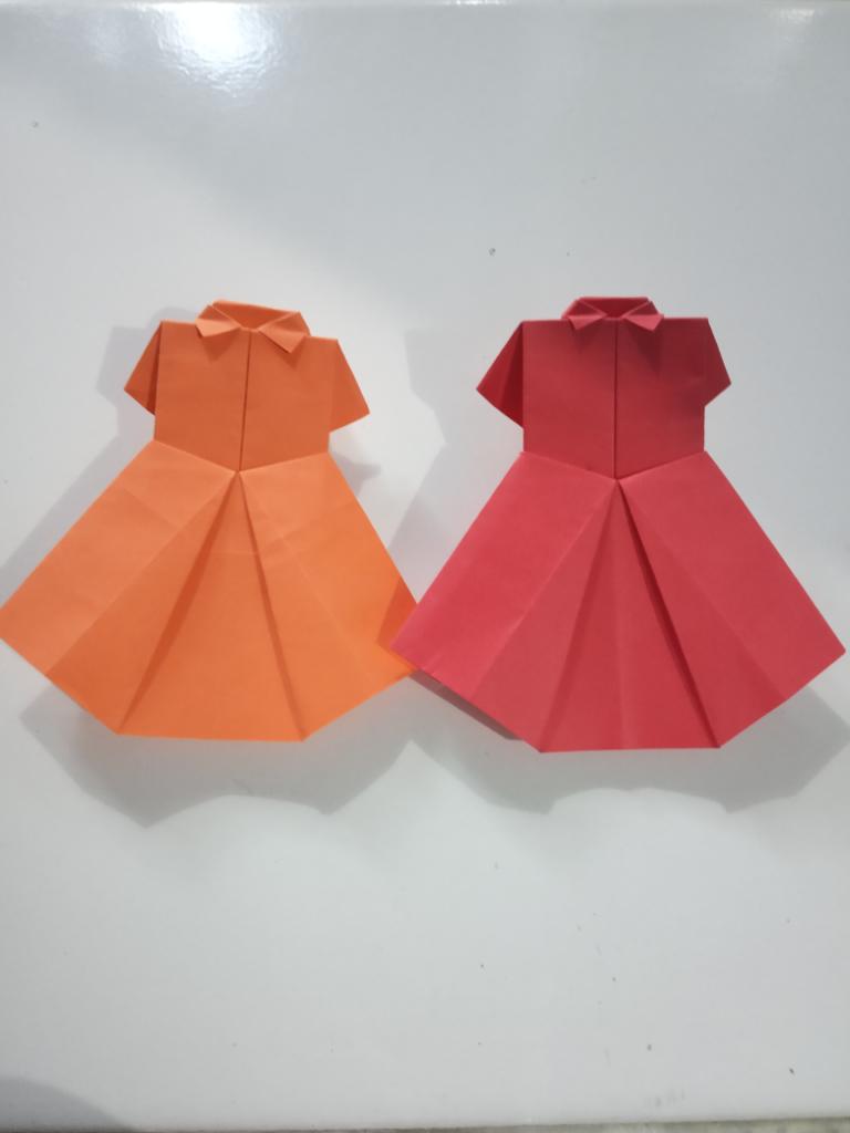 Bosan di Rumah Aja? Yuk, Kita Bikin Origami Baju Setelan Cewek yang Cute Ini