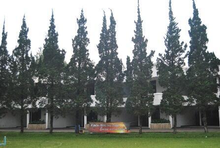 Pengalaman Anti Mainstream Menginap di Grand Hotel Lembang