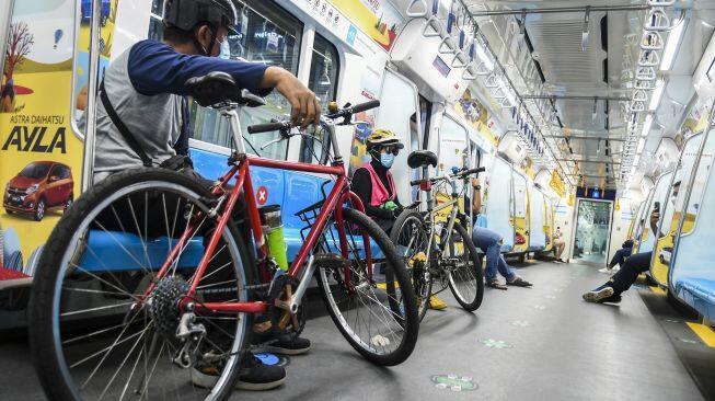 Anies Minta Perusahaan Sediakan Shower untuk Karyawan Naik Sepeda ke Kantor