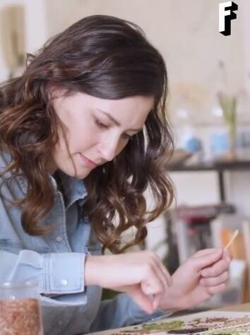 Bukan Main Sampah, Wanita Cantik Ini Bikin Gambar Indah yang Menjadi Konten Berbayar