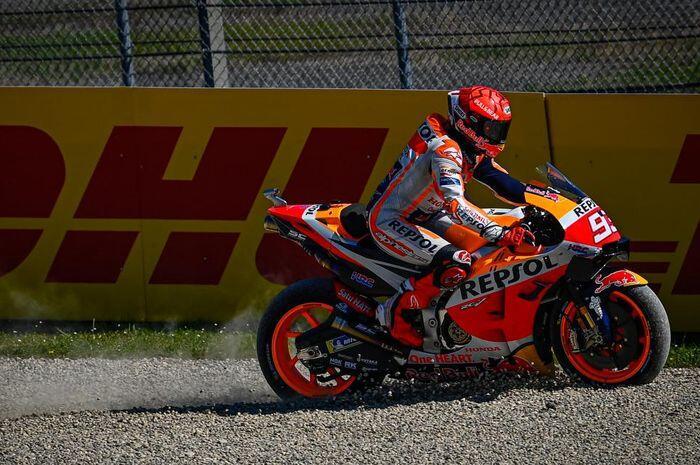 Gak Hanya Valentino Rossi, Marc Marquez Juga Alami Crash di MotoGP Catalunya