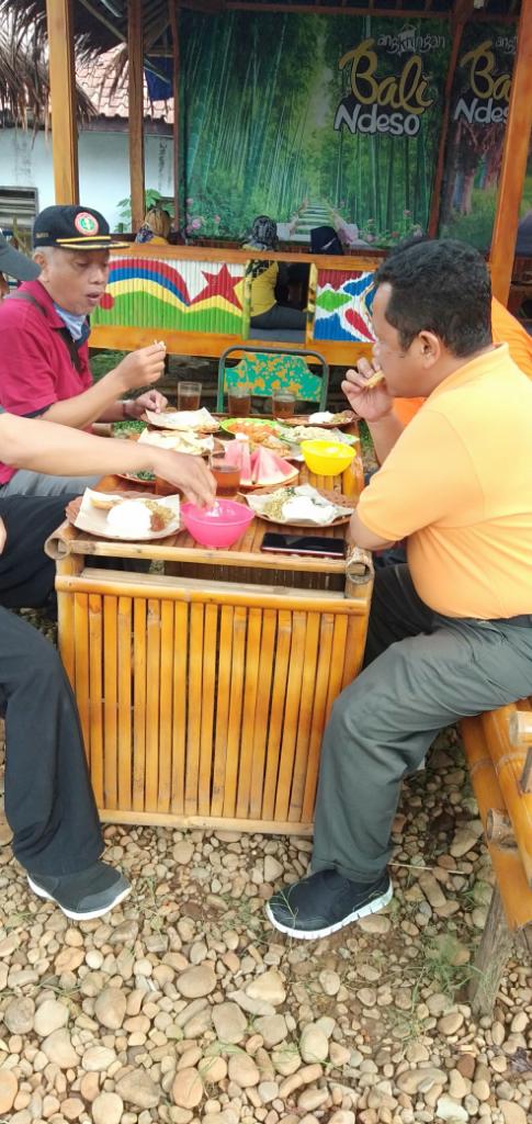 Kangen Masakan Emak, Mampir Saja di Angkringan Bali Ndeso Rogoselo Pekalongan