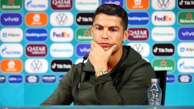 Coca-Cola Rugi 4 Miliar USD Gara-gara Tingkah Ronaldo!