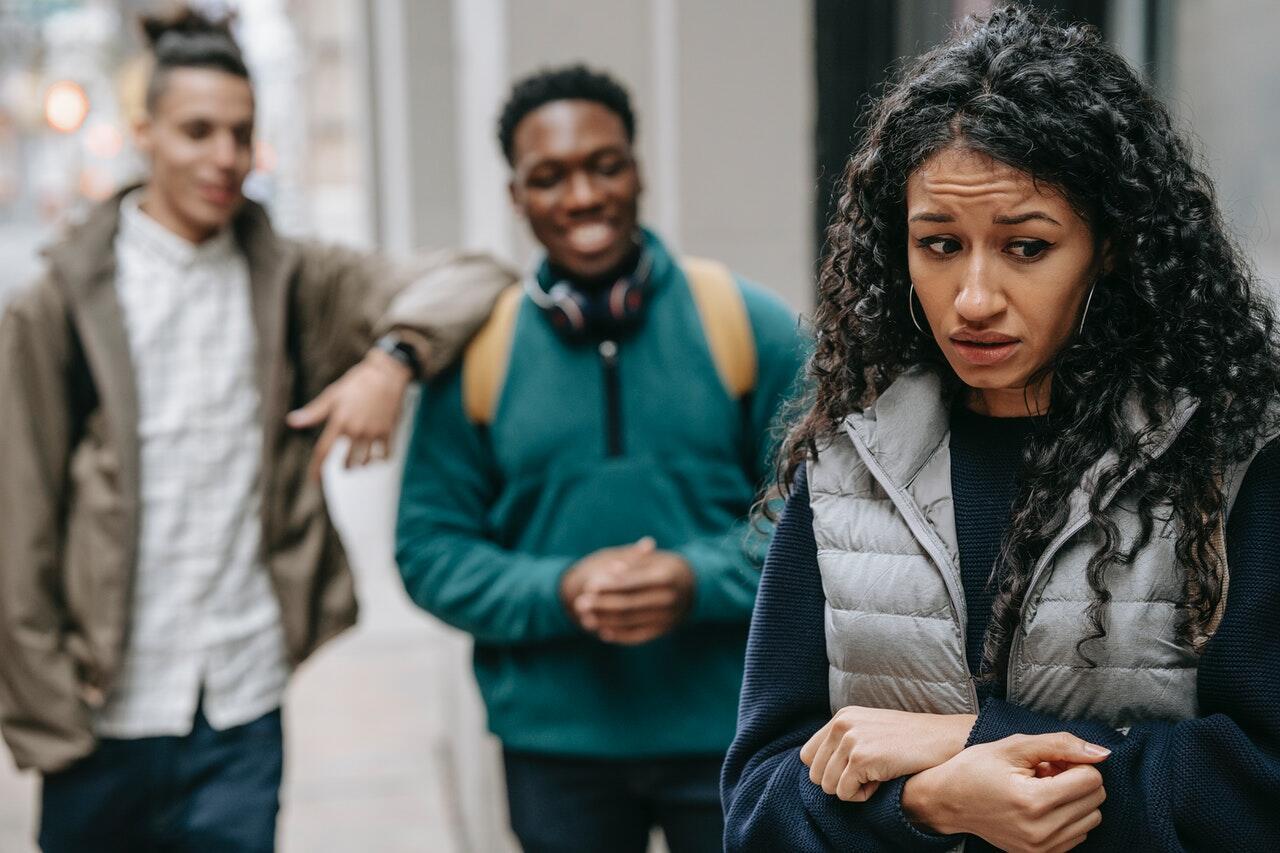 Ciri dan Cara Menangani Teman Palsu yang Cuma Memanfaatkan Agan