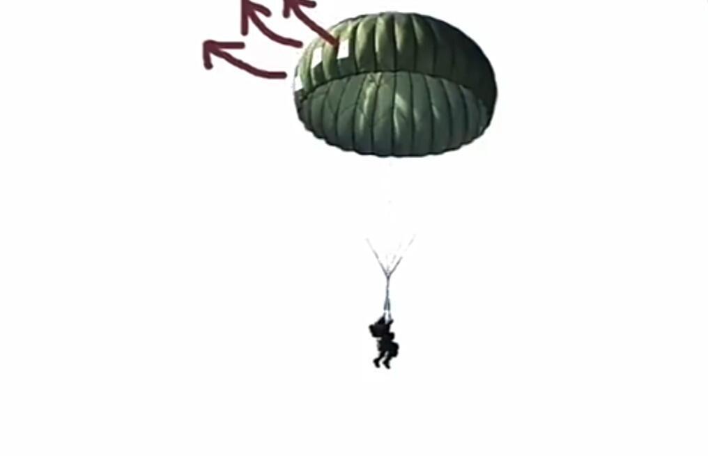 Mengapa Parasut Milik TNI Berlubang ?