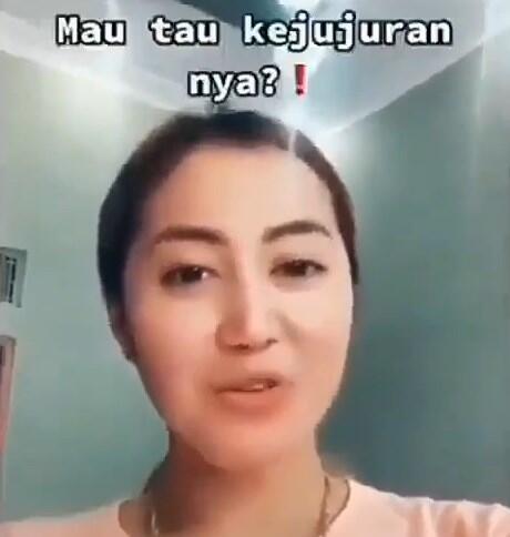 Wanita Ini Ungkap 5 Cara Bongkar Akhlak Manusia dengan Uang, Simak Videonya!