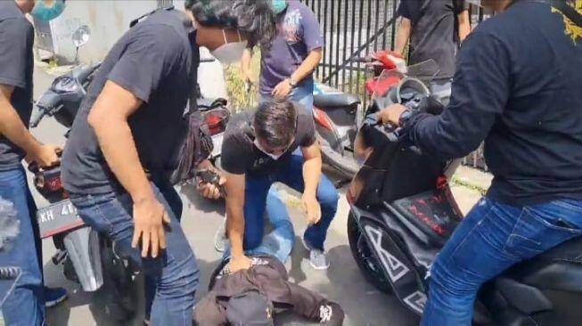 Penembak Pelajar di Tamansari Ternyata Debt Collector, Tiap Hari Bawa Senjata