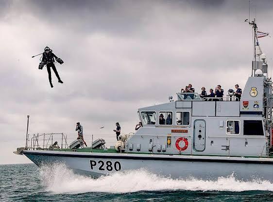 Video Penampakan 'Manusia Terbang' Saat Ujicoba Teknologi Militer Jet Pack !
