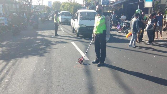 Waspada Permainan Layang-layang, Seorang Ojol Jatuh Tersangkut Benang di Jalan Raya