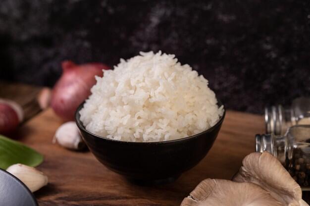 Inspirasi dari Pemilik Warteg, Bagikan Nasi Bungkus Gratis untuk Isoman