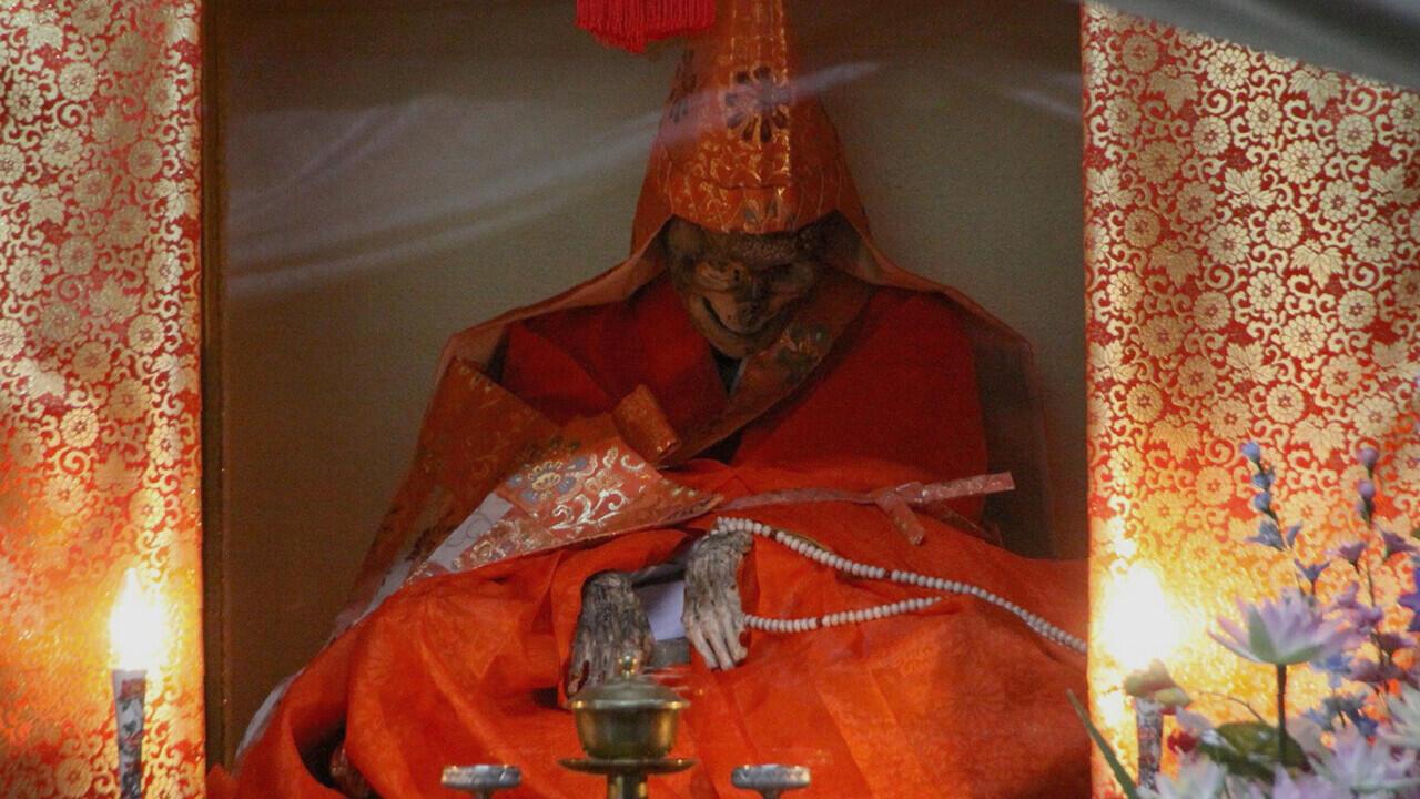 5 Ritual Keagamaan Paling Gila dan Ekstrem, Ada yang Disiksa tapi Harus Senyum Ceria!