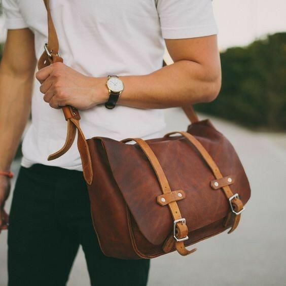 Jenis-jenis Tas yang Sering Dimiliki oleh Cowok