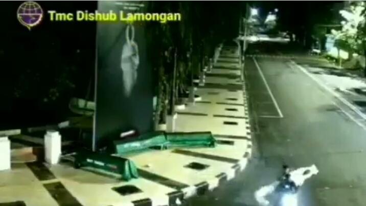 Aksi Jahil di Masa PPKM Darurat, Properti Pocong di Jalan Dicuri Orang! Jangan Ditiru