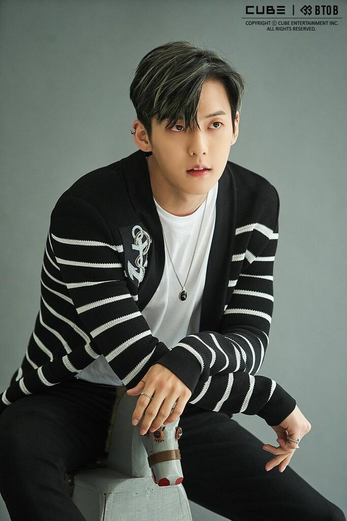Minhyuk 'BTOB' Beri Kabar Pada Fans Lewat Instagram Live