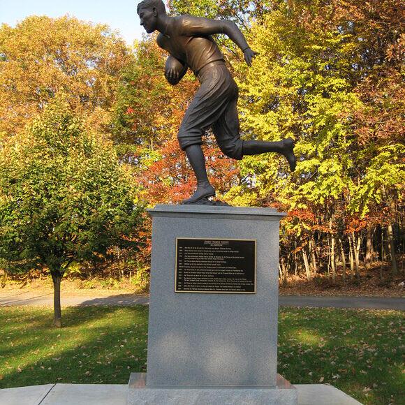 Pakai Sepatu 'BUTUT' Dari Tong Sampah di Olimpiade, Jim Thorpe Rebut Medali Emas !