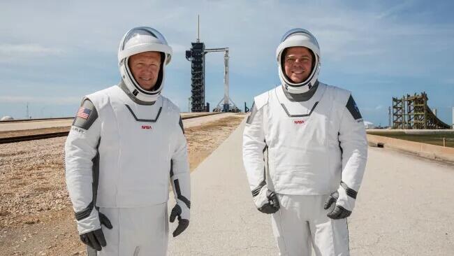 Apa Yang Membuat Pakaian Luar Angkasa NASA Begitu Mahal?