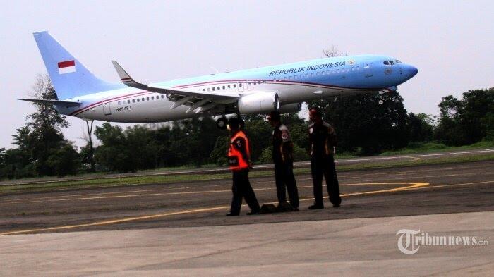 Jokowi Diminta Sampaikan Maaf Soal Cat Ulang Pesawat Kepresidenan