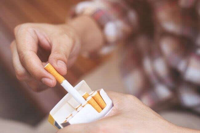 Rokok Filter vs Kretek: Mana yang Lebih Berbahaya?