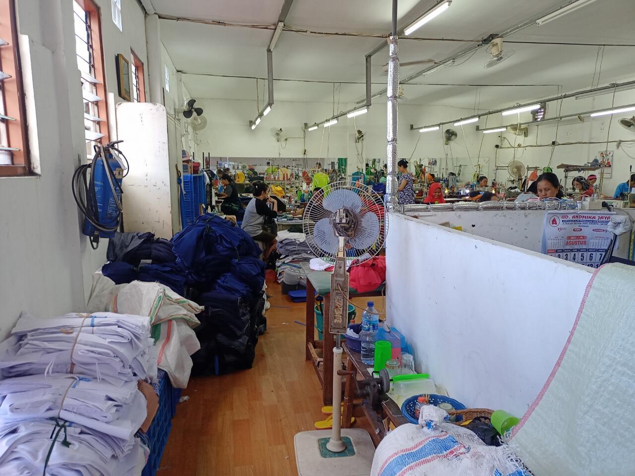 Pengalaman Dewakere Bermain-main Di Salah Satu Pusat Grosir Kaos Terbesar Di Surabaya