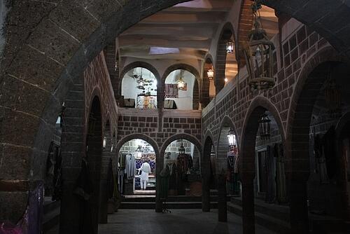 14 Reruntuhan Monumen Sejarah Kuno yang Direkonstruksi Indah