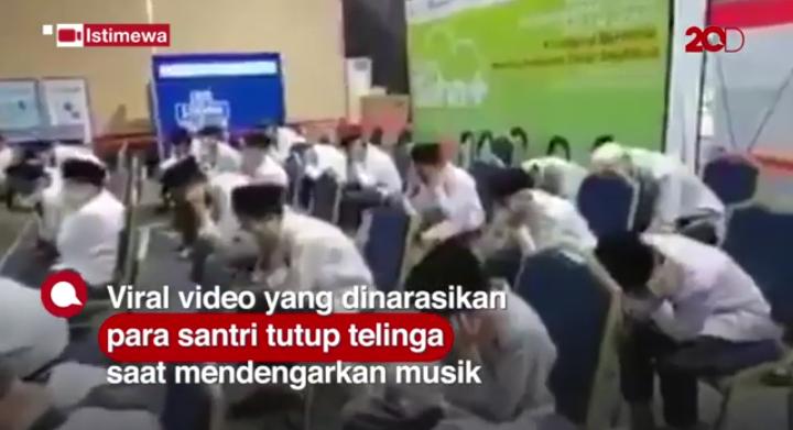 Para Santri Tutup Telinga Saat Diputar Musik di Area Vaksin, Begini Komentar Netizen!