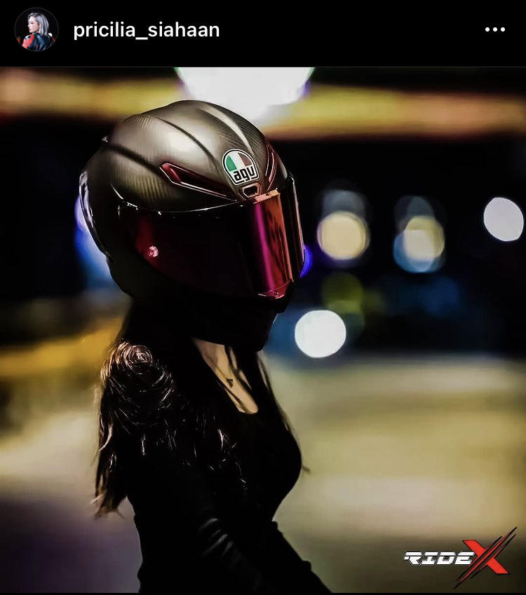 Fenomena Tenteng Helm