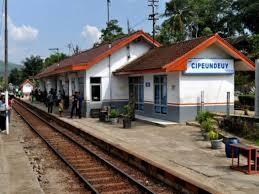 Mengapa Nyaris Semua Kereta Wajib Berhenti Di Stasiun Cipeundeuy?