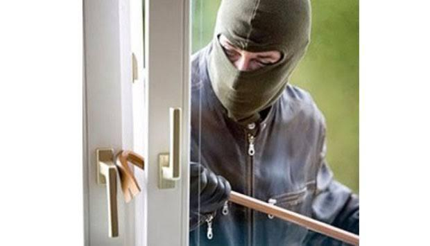 Semakin Aneh dan Nekat, Pencuri Ini Masuk Lubang Jeruji Sempit untuk Mengambil HP!