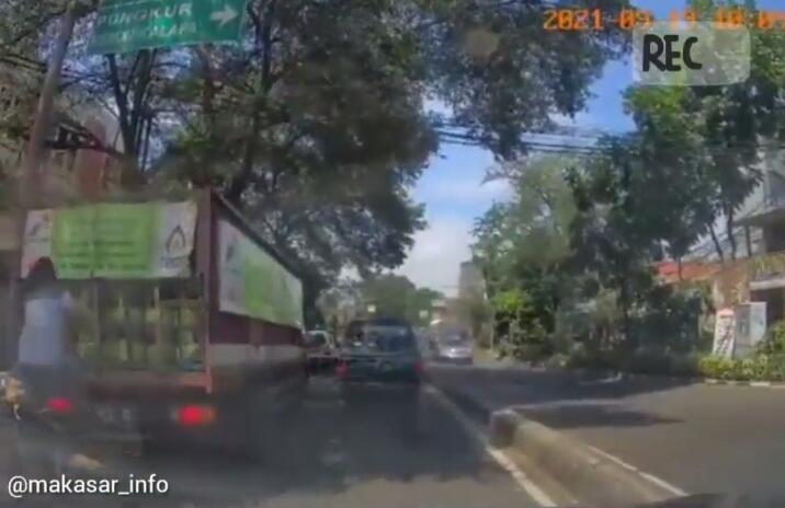 Hati-hati untuk Sopir Mobil Pembawa Gas LPG, Beredar Video Bajing Loncat Curi Tabung