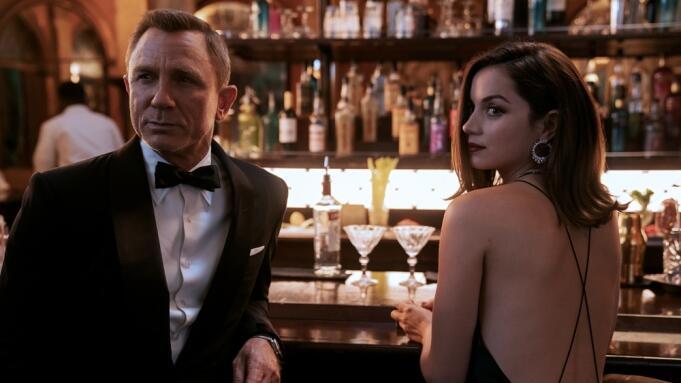 Momen Haru Daniel Craig Syuting Adegan Terakhir 'James Bond'