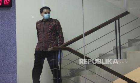 BREAKING NEWS: Dijemput Paksa, Azis Syamsuddin Digelandang KPK di Jumat Keramat