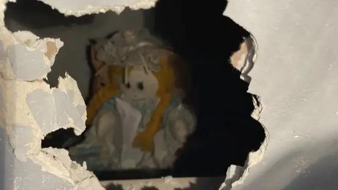 Baru Pindahan Rumah, Ketemu Boneka Plus Surat Menakutkan. Hiii!