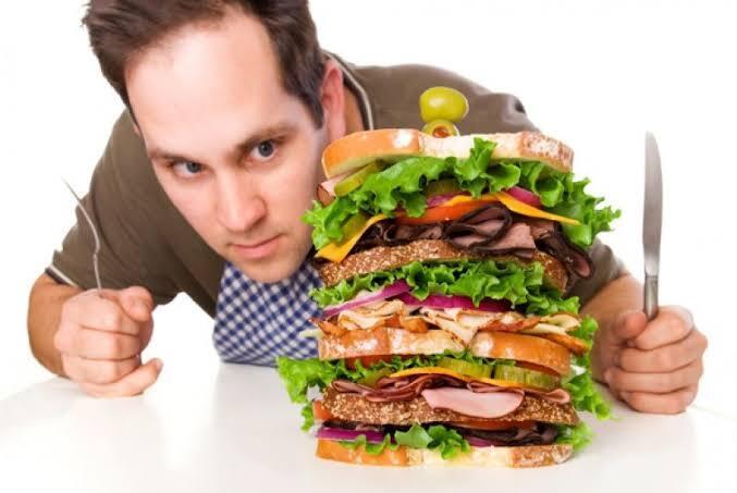 Makan Malam Bisa Bikin Gemuk. Mitos atau Fakta?