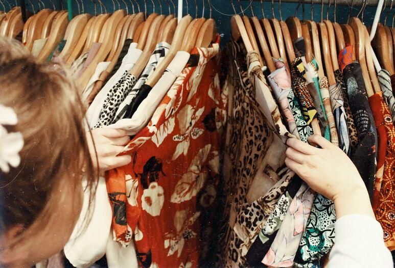 Tips Memilih Baju di THRIFT SHOP, Perhatikan Ini Sebelum Beli!!!