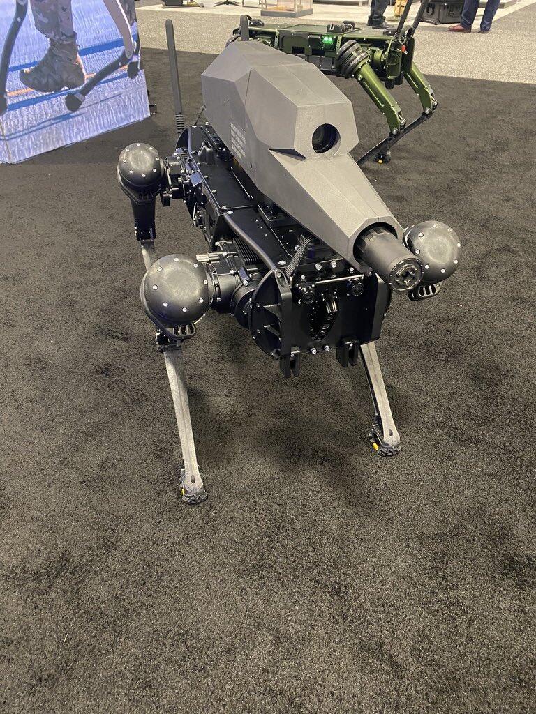 SPUR - Robot Anjing yang Dilengkapi Senjata Untuk Meladeni Peperangan Modern