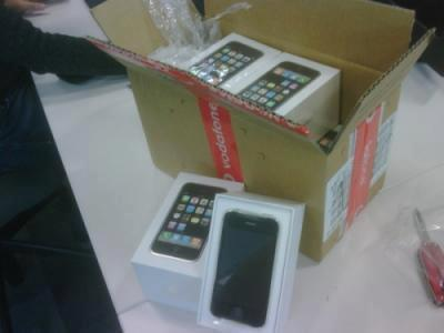 iPHONE 4G 16GB Harga Rp.6.500.000,- Nego Call/sms: 082367777429