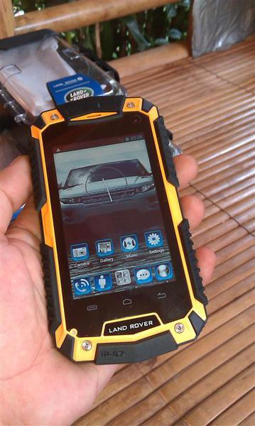 ORIGINAL LANDROVER O2 OUTDOOR PHONE ANDROID Quad Core /3G