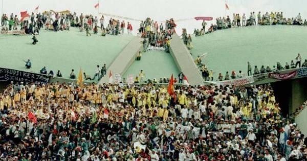 20-tahun-reformasi-indonesia-vs-32-tahun-orde-baru