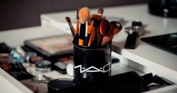 girls-ini-makeup-yang-harus-dihindari-jika-kulitmu-berjerawat