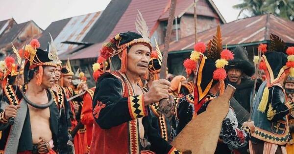 ragam-tarian-perang-suku-indonesia-indah-tanpa-pertumpahan-darah